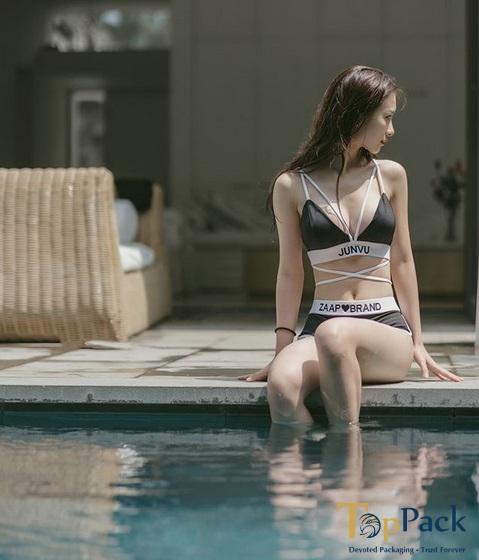 Jun Vũ bikini gợi cảm tại hồ bơi