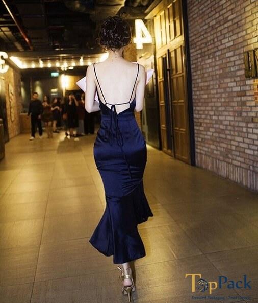 Jun Vũ khoe lưng trần gợi cảm tại sự kiện